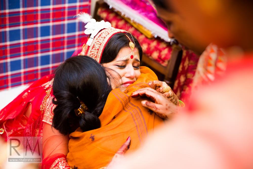 candid wedding moments by ritabrata