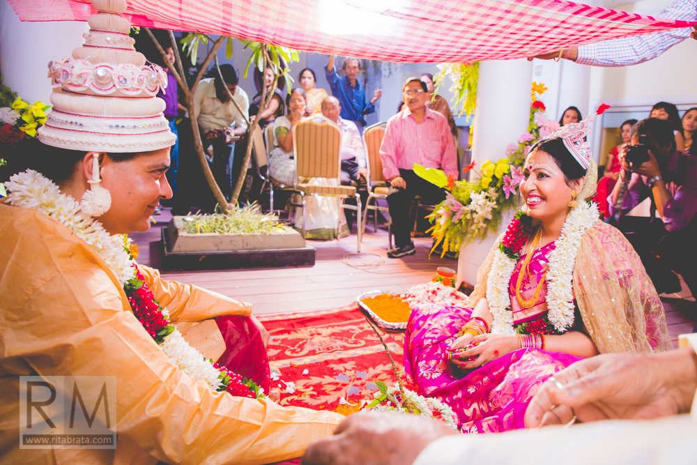 documentary style wedding photographer in kolkata